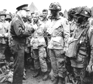 General Dwight D. Eisenhower visits paratroopers from the 101st Airborne. (ibiblio.org)