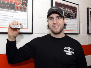 Simon Gagne scored his 500th NHL point, all with the Flyers, on Jan. 9, 2010. (Philadelphia Flyers)