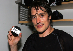 Teemu Selanne postpones retirement for at least one more year. (Victor Decolongon/Getty Images)
