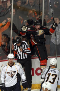 Bobby Ryan helped fuel the Anaheim Ducks to tie the series at one. (Debora Robinson/NHLI)
