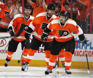 Danny Briere continued his domination in the playoffs and is tied for the lead in goals. (Bruce Bennett/Getty Images)