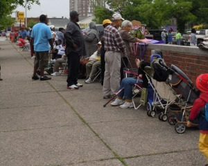 Residents of West Philadelphia waited in line to receive free fruits and vegetables from Philabundance. (Candice Monhollan)