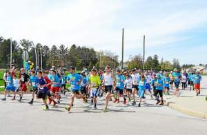 Students, parents, staff and the community participate in Fugett Middle School's Cougars Stomp Cancer 5K on April 19. (Tracey Dukert)